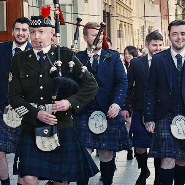 Polsko-szkocki ślub, czyli szkockie tradycje weselne i ślub w szkocką kratę w Polsce